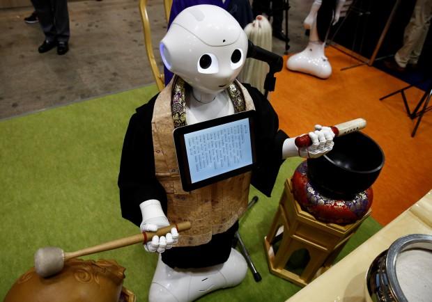 Robot pretre 2