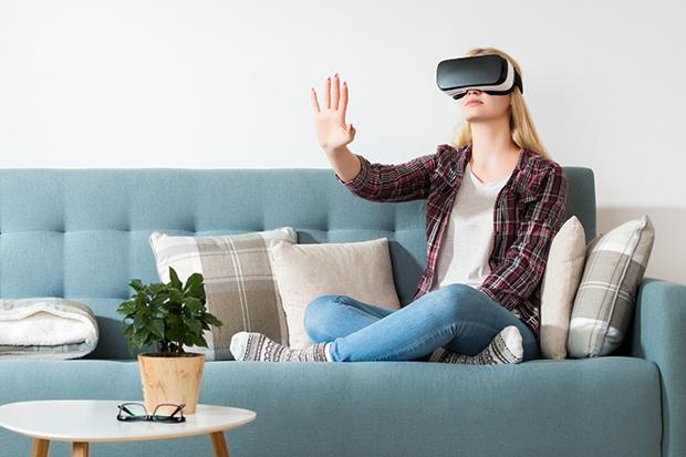 Lifestyle virtual reality concept. woman wearing virtual reality glasses