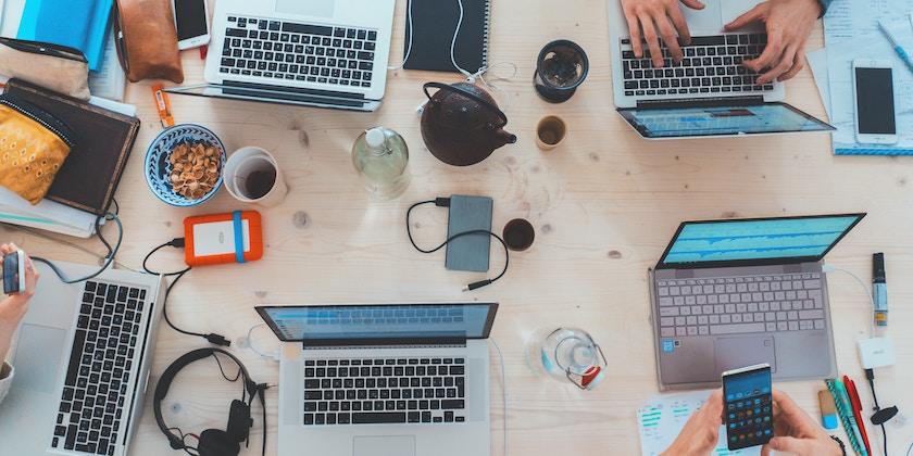 Fort levier d'attraction de talents pour les grands groupes, les programmes d'intrapreneuriat permettent de développer en interne des process innovants et impliquants, ils sont toutefois rarement générateurs de réelles opportunités de business.